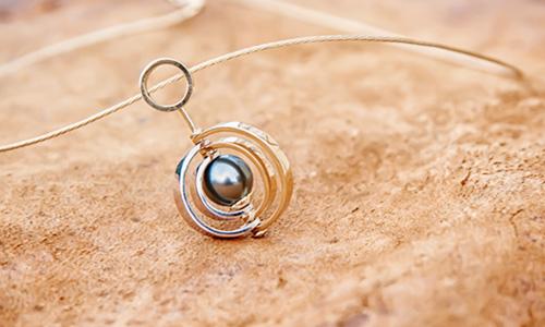 Système solaire, or et perle