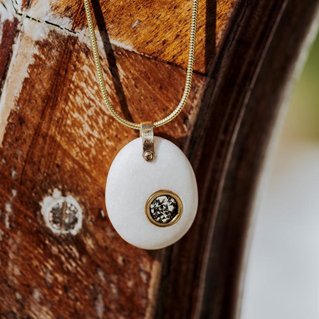 Pendentif Galet blanc + granit